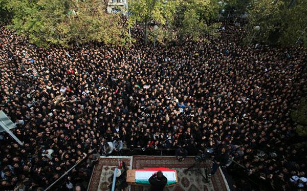 پیکر مرحوم مرتضی پاشایی از مقابل تالار وحدت تشییع شد